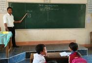 Thầy giáo Êđê sáng đi dạy, chiều vận động học sinh đến trường
