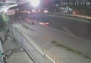 Thanh niên phóng xe máy tông chết cụ bà rồi trượt dài trên đường tóe lửa