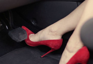 Đừng đổ lỗi cho giày cao gót