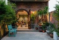 """Ngôi nhà có mặt tiền để mộc như tác phẩm nghệ thuật, ai đi qua cũng bị """"thôi miên"""" ngay khi nhìn"""