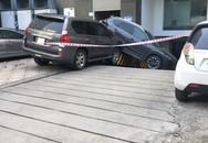 Xe sang Lexus mất lái đâm hàng loạt ô tô ở Hà Nội