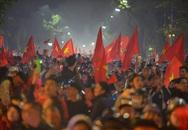 Hàng triệu người dân Việt xuống đường mừng chiến thắng 3-0 của U22