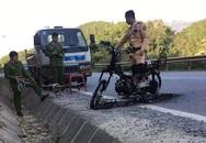 Phú Thọ: Bị kiểm tra giấy tờ, nam thanh niên đốt xe máy trước mặt CSGT