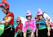 """Độc đáo mũ bảo hiểm """"tằng cẩu"""" dành cho phụ nữ dân tộc Thái"""