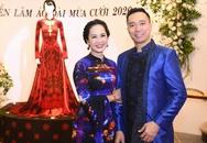 """""""Mẹ chồng màn ảnh"""" Lan Hương hội ngộ NSND Trần Nhượng tại triển lãm áo dài Việt"""
