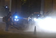 Hà Nội đã ô nhiễm, công nhân còn thổi bụi xuyên đêm vào người đi đường