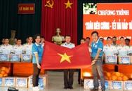 Trao 10.000 lá cờ Tổ quốc cùng 5.300 bức thư chúc Tết của học sinh đến quân dân Trường Sa