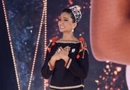 H'Hen Niê gây xúc động mạnh ở đêm chung kết HHHV, làm điều mà trước nay chưa có Hoa hậu nào làm