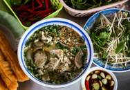 Quán hủ tiếu Nam Vang đông nghịt khách mỗi sáng ở TP.HCM