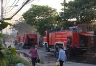 Cháy nhà xưởng chiều 26 Tết, dân gào khóc bỏ chạy