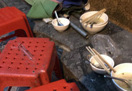 Xếp hàng nghe chửi, rùng mình ngồi trên đống rác ăn bún ốc