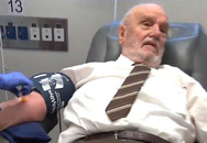 Xúc động người đàn ông dùng máu của mình cứu sống hơn 2 triệu trẻ em