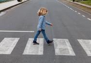 Không nên để trẻ tự sang đường cho đến khi 14 tuổi