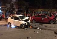 Hai xe ô tô 'đấu đầu' trong đêm, 4 người thương vong