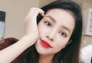 Hoa hậu Phạm Hương khoe ảnh 'hồn nhiên tuổi 13'