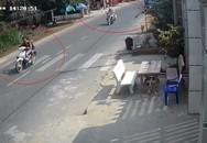 Hai cô gái chạy xe máy tốc độ cao, tông nhà dân bên đường ở Sài Gòn