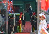 Em gái thân cận kiểm tra sân ga trước khi ông Kim Jong Un xuống tàu