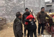 Gia đình đoàn tụ với con trai bị bắt cóc trước đêm Giao thừa