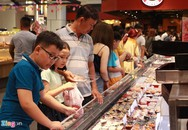 Sợ tắc đường, người Sài Gòn đổ vào trung tâm thương mại chơi Tết