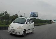 Liều lĩnh chạy xe ngược chiều trên cao tốc Hà Nội - Thái Nguyên