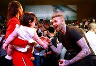 Con gái lai Tây của Hà Anh nổi tiếng khắp thế giới bởi hình ảnh đáng yêu chụp cùng David Beckham