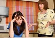 Mệt mỏi và khủng hoảng vì mẹ chồng nói bậy
