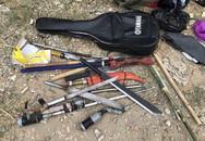 Thủ dao kiếm, lựu đạn chuẩn bị đi truy sát đối thủ thì bị bắt