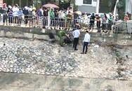 Giải cứu cô gái trẻ nhảy sông Tô Lịch tự tử, một cảnh sát bị thương