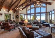 Ngôi nhà mang đậm phong cách rustic với những cửa sổ lớn tạo không gian mở, gần gũi với thiên nhiên