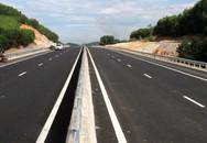 Hoảng hồn phát hiện thi thể người đàn ông bên hành lang đường cao tốc