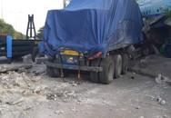 Xe container lao vào nhà dân, 6 người trong gia đình thoát chết trong gang tấc