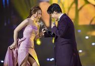Mỹ Tâm vén cao váy, dạy Hà Anh Tuấn nhảy trên sân khấu khiến khán giả hò reo không ngớt