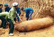 Nghệ An: Phát hiện quả bom dài hơn 2,5m trong vườn nhà dân