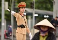 """Một ngày làm việc của """"bông hồng"""" Cảnh sát giao thông Hà Nội"""
