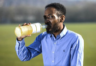 Người đàn ông uống nước tiểu của mình suốt 3 năm