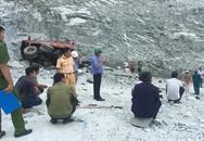 Ôtô tải lao xuống vực đá sâu 100 m