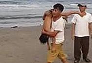 Rủ nhau ra biển tắm, 2 nam sinh tử vong do đuối nước