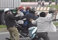 Chủ tịch xã bị chặn đánh giữa đường