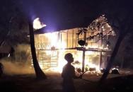 Lửa thiêu rụi nhà sàn giữa khuya, bé 3 tuổi chết cháy