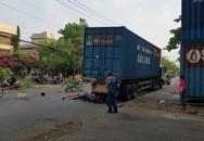 TPHCM: Tông đuôi xe container, nam công nhân chết thảm trên đường về nhà