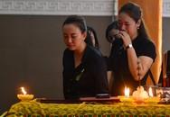 Nhiều nghệ sĩ Việt khóc khi viếng người mẫu Hà Nội qua đời ở tuổi 37