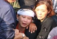 Nhiều người bật khóc đưa tiễn 3 nạn nhân vụ thảm sát ở Bình Dương về nơi an nghỉ