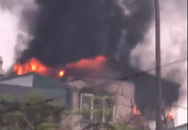 Hà Nội: Cháy lớn tại một ngôi nhà 5 tầng trên phố Lạc Trung, 1 người nhập viện