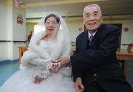 Cụ ông 96 tuổi dành một năm cưa đổ cụ bà 85