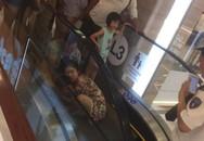 Nha Trang: Lại thêm một em bé ngã xuống thang cuốn ở trung tâm thương mại khiến người chứng kiến thót tim
