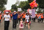 Nhiều em nhỏ cùng bố mẹ tham gia Ngày hội Sức khỏe Thế giới năm 2019