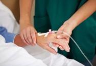 Bác sĩ truyền đạm khiến cô gái trẻ tử vong: 'Bệnh nhân tha thiết yêu cầu tôi truyền để tăng sức khoẻ'