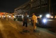 Tai nạn kinh hoàng, 2 cụ già bị kéo lê trên đường rồi cuốn vào gầm xe tải tử vong