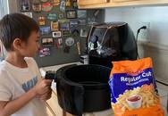 """Con nuôi Thanh Thảo - Jacky Minh Trí: Cậu bé """"ngoan nhất thế giới"""", 8 tuổi đã thạo nấu nướng, giặt đồ, đi chợ, trông em"""