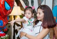 Mai Phương hạnh phúc khoe con gái 5 tuổi đã cực tâm lý, biết tặng hoa trong 'Ngày của Mẹ'